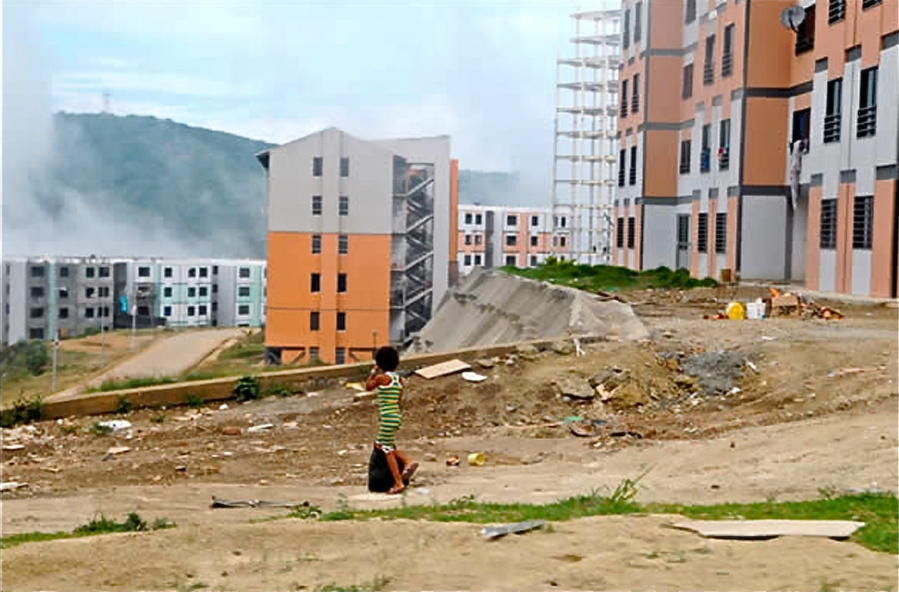 Un aspecto de la Ciudad Socialista del siglo 21 venezolano: Ciudad Caribia. Su localización fue decidida por el Jefe, sería una muestra del futuro. Foto: Javier Lozano / Noticiero Digital.com / 22-11-2012