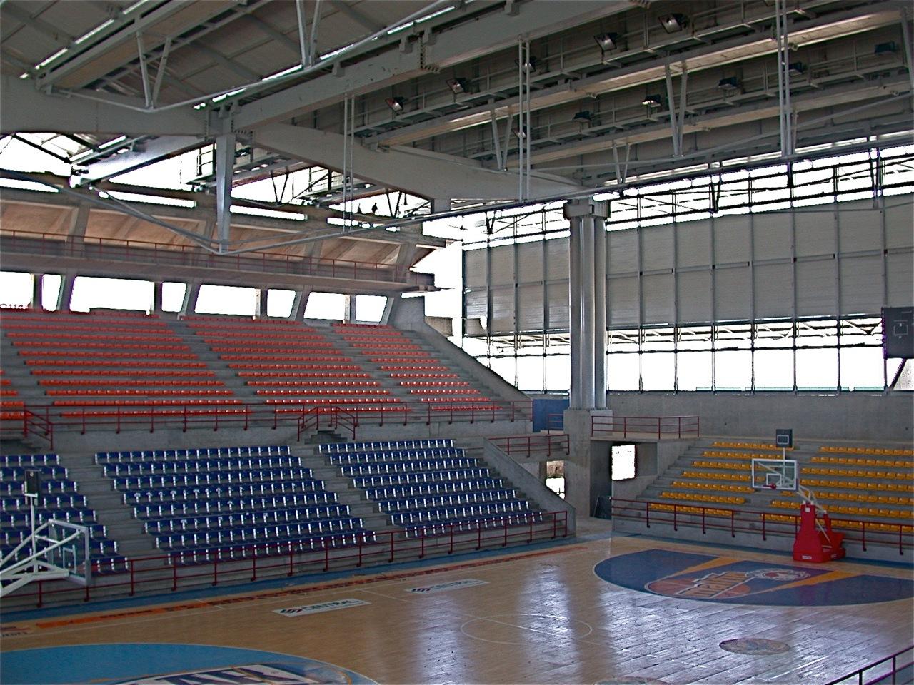 8 gimnasio de basket oscar tenreiro entre lo cierto y for Gimnasio 8 de octubre