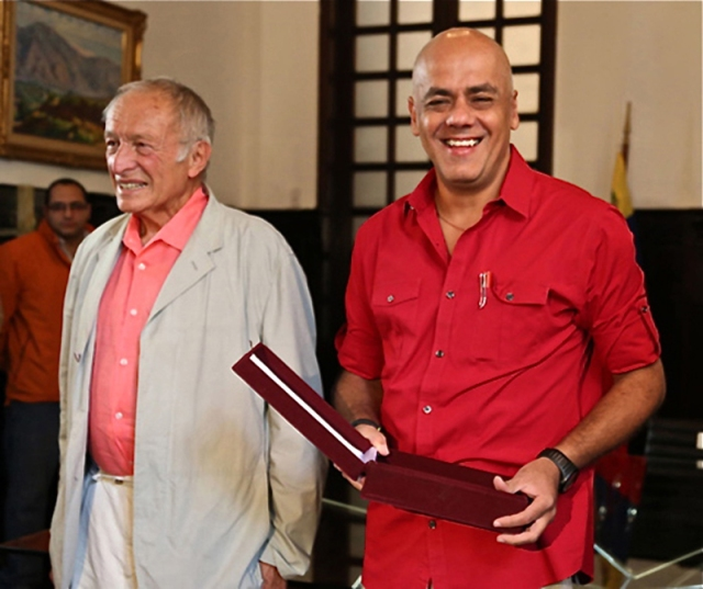 El Alcalde revolucionario del Municipio Libertador de Caracas, Jorge Rodríguez, la semana pasada, exultante, en compañía de Sir Richard Rogers
