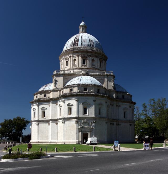 2. Bramante (_)-Antonio da Sangallo -Santa María della Consolazione en Todi (Perugia)