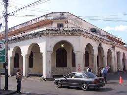 El Banco Agrícola y Pecuario diagonal con la Catedral (Calle Mariño)
