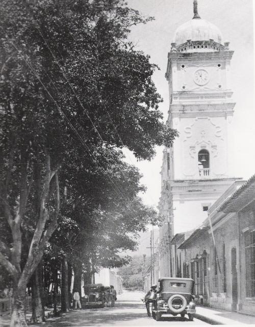 La Catedral de Maracay desde la Calle Mariño.