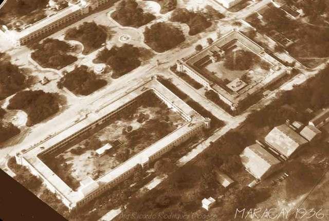 La Plaza Bolívar y los cuarteles, más alla el Hotel Jardin