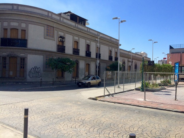 El Asilo de Huérfanos, frente al Ateneo.