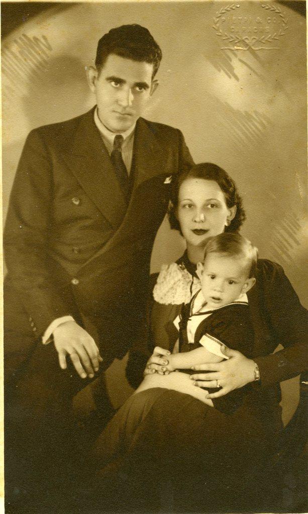 Jesús Tenreiro Degwitz con sus padres