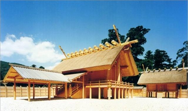 Santuario de Ise en Japón. Ciertas secciones se reconstruyen cada veinte años, desde el siglo seis de nuestra era.