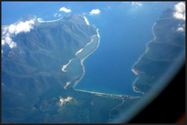 Bahía de Turiamo-Costa Central de Venezuela. A la derecha el muelle.