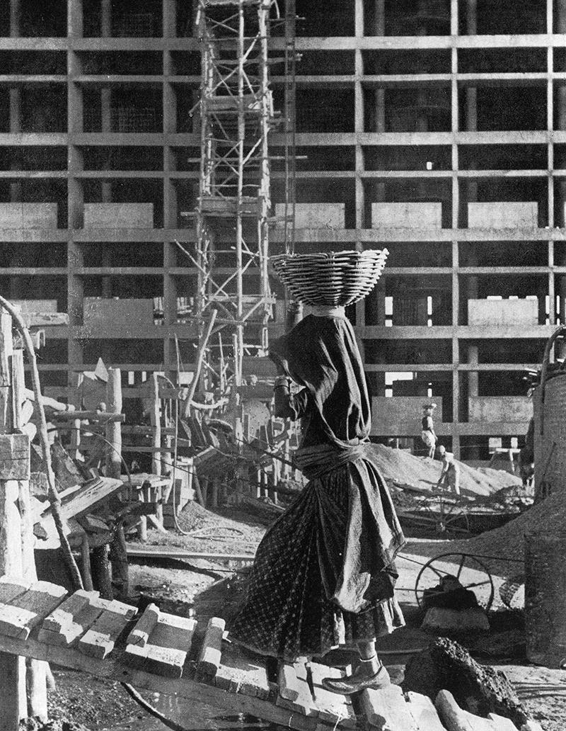 28 Foto de la construción de Chandigarh aparecida en las Obras Completas de Le Corbusier.jpg
